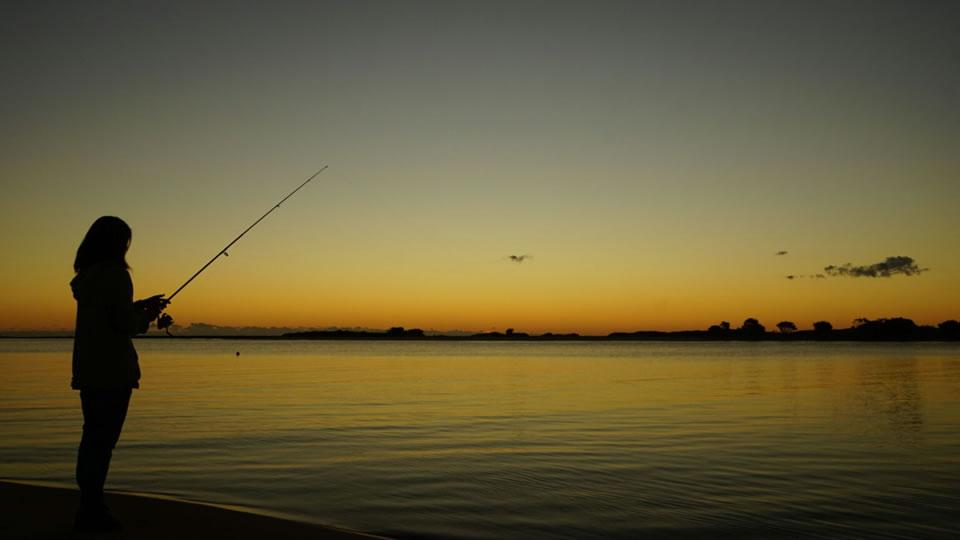 釣りをするチャットレディ